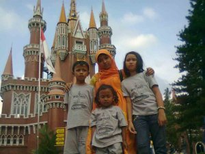 depan istana anak