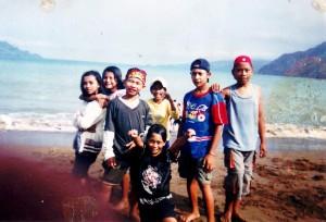 bersama teman-teman SD ku di pantai prigi