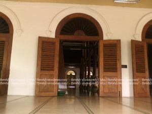 bentuk pintu bagian selatan Masjid Sunan Ampel, Surabaya