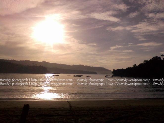kilauan kristal air pantai Brumbun, Tulung Agung