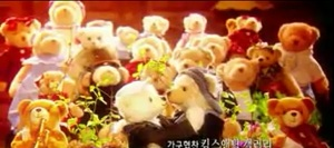 princess hours' teddy bear (episode 22) >> Shin & Chae-Kyung kissed in a crowd