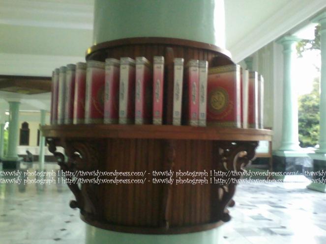 Al-Qur'an shelf of Masjid Agung Rembang