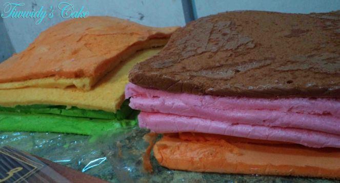 slice bread of rainbow cake