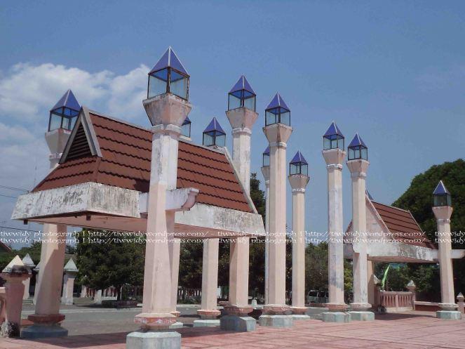 Gerbang depan Masjid An-Nur Pare