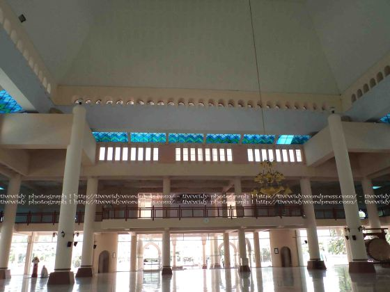 Pintu depan Masjid An-Nur Pare