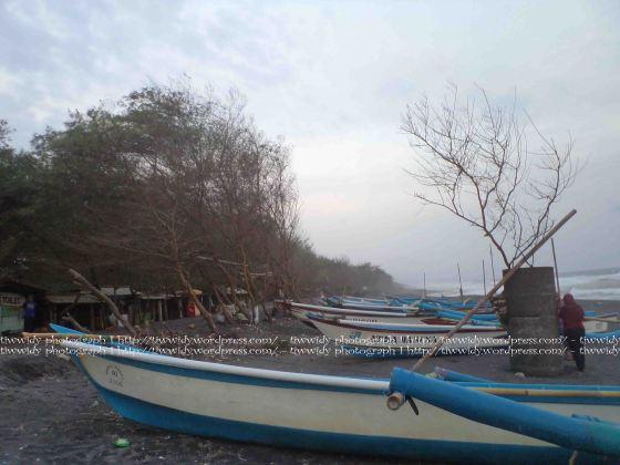 perahu-perahu Pantai Kuaru