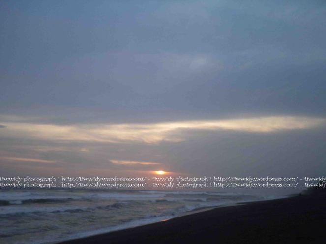 senja di Pantai Kuaru, Yogyakarta