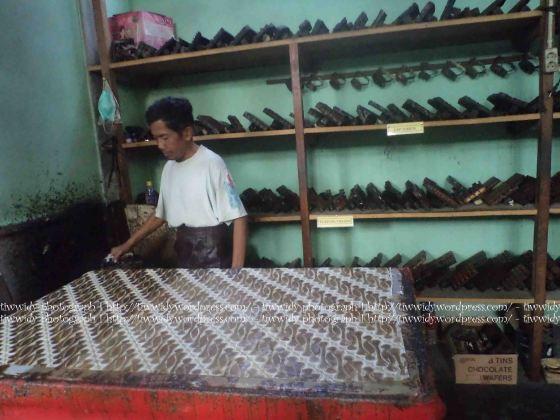 pengerjakan Batik CAP (Batik TOPO HP, Bantul, Yogyakarta)
