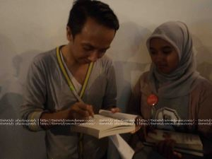 Book Signing by Iwan Setyawan