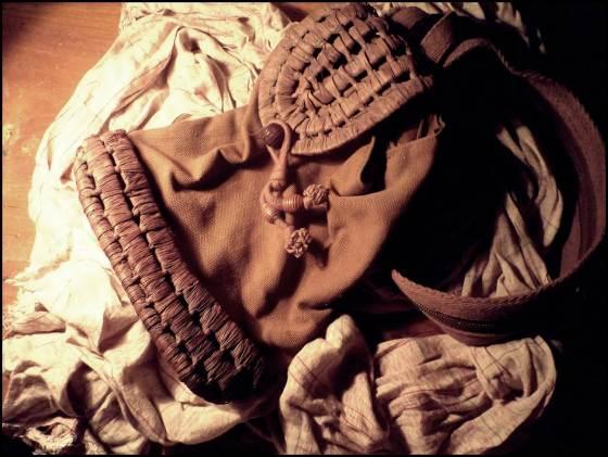 tas ransel dan selimut kucel