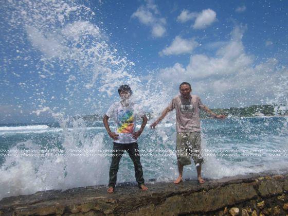 best moment, splasing wave di pantai tambakrejo, Blitar