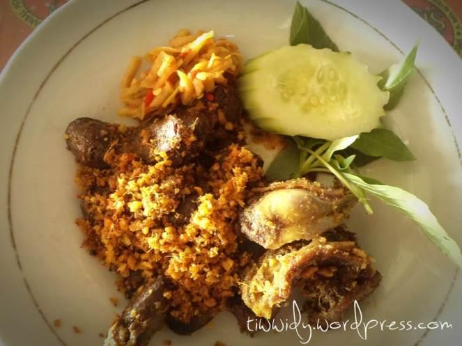 Jeroan Bebek Sinjay (gratis setiap pembelian 4 piring Nasi Bebek SInjay)