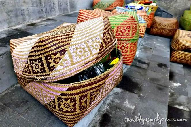 Bebanten : the plaBebanten : a basket for offeringsce for offerings