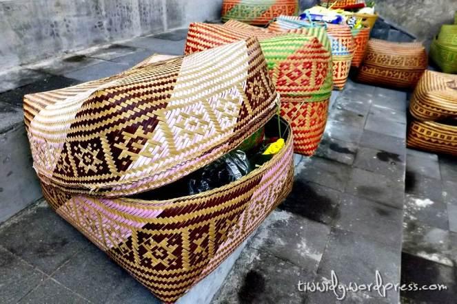 Bebanten : the plaBebanten : a basket for offeringsce for offerings