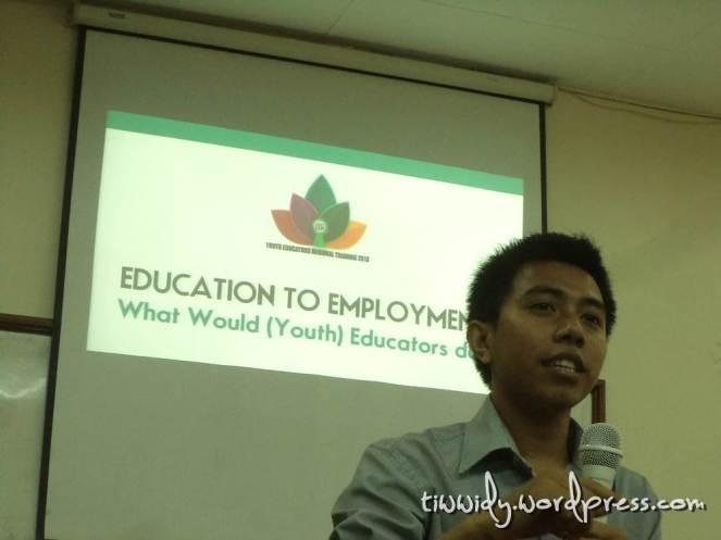 Pemateri Global Overview : Education to Employment, Mas Wahyu Nur Hidayat. Pengajar Muda angkatan IV