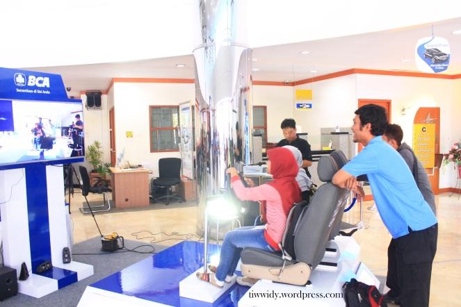 Wahana Augmented Reality (AR) di BCA KCU Kediri